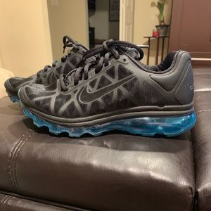 Women's Nike Airmax like new condition.